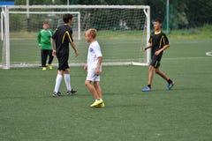Orenbourg, Russie - 31 juillet 2017 année : le football de jeu de garçons Images libres de droits