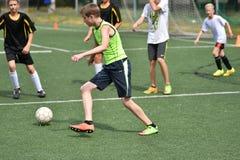 Orenbourg, Russie - 31 juillet 2017 année : le football de jeu de garçons Photos libres de droits