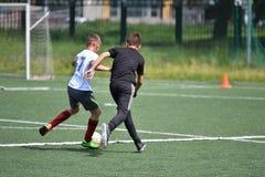 Orenbourg, Russie - 28 juin 2017 année : le football de jeu de garçons Photo libre de droits