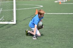 Orenbourg, Russie - 28 juin 2017 année : le football de jeu de garçons Images stock