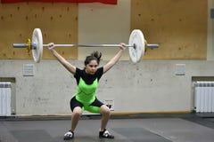 Orenbourg, Russie, le 16 décembre 2017 années : les filles concurrencent dans l'haltérophilie Image stock