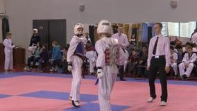 Orenbourg, Russie - 27 mars 2016 : Les garçons concurrencent dans le Taekwondo banque de vidéos