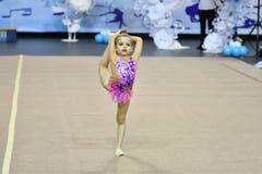 Orenbourg, Russie - 25 novembre 2017 année : les filles concurrencent en gymnastique rythmique Image libre de droits