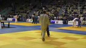 Orenbourg, Russie - 21 octobre 2017 : Les garçons concurrencent dans le judo clips vidéos