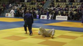 Orenbourg, Russie - 21 octobre 2017 : Les garçons concurrencent dans le judo banque de vidéos