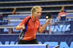 Orenbourg, Russie - 15 septembre 2017 année : fille jouant le ping-pong Photo libre de droits