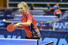 Orenbourg, Russie - 15 septembre 2017 année : fille jouant le ping-pong Image libre de droits