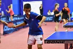 Orenbourg, Russie - 15 septembre 2017 année : Garçons jouant le ping-pong Photographie stock