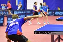 Orenbourg, Russie - 15 septembre 2017 année : Garçons jouant le ping-pong Photo libre de droits