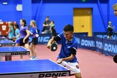 Orenbourg, Russie - 15 septembre 2017 année : Garçons jouant le ping-pong Photos libres de droits