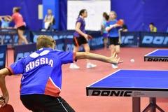 Orenbourg, Russie - 15 septembre 2017 année : Garçons jouant le ping-pong Photo stock