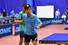 Orenbourg, Russie - 15 septembre 2017 année : Garçons jouant le ping-pong Images libres de droits