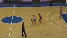Orenburg, Rússia - ano dos 13-16 de junho de 2019: Os homens jogam o basquetebol video estoque