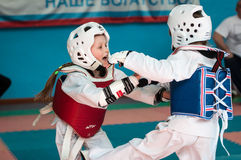Orenburg, Rússia - 23 de abril de 2016: Taekwondo compete meninas Foto de Stock