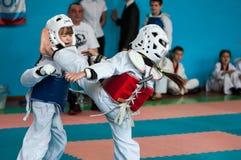 Orenburg, Rússia - 23 de abril de 2016: Taekwondo compete meninas Imagem de Stock Royalty Free