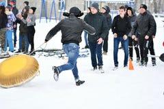 Orenburg, Rússia - 26 de janeiro de 2017 ano: Jogo dos estudantes nos jogos do inverno Imagens de Stock