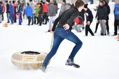 Orenburg, Rússia - 26 de janeiro de 2017 ano: Jogo dos estudantes nos jogos do inverno Fotos de Stock