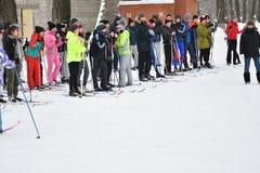 Orenburg, Rússia - 26 de janeiro de 2017 ano: Jogo dos estudantes nos jogos do inverno Fotos de Stock Royalty Free