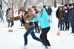 Orenburg, Rússia - 26 de janeiro de 2017 ano: Jogo dos estudantes nos jogos do inverno Imagens de Stock Royalty Free