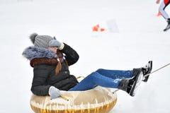Orenburg, Rússia - 26 de janeiro de 2017 ano: Jogo dos estudantes nos jogos do inverno Foto de Stock Royalty Free