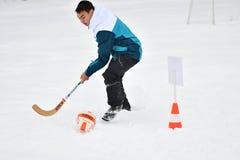 Orenburg, Rússia - 26 de janeiro de 2017 ano: Jogo dos estudantes nos jogos do inverno Foto de Stock