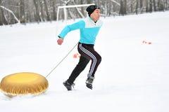 Orenburg, Rússia - 26 de janeiro de 2017 ano: Jogo dos estudantes nos jogos do inverno Fotografia de Stock