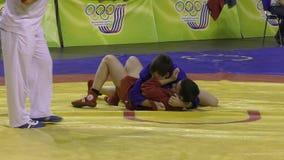 Orenburg, Rússia - 13 de março de 2016: Os meninos competem no Sambo video estoque