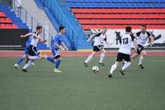Orenburg, Rússia, o 8 de junho de 2017 ano: Futebol do jogo dos homens Imagens de Stock
