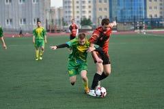 Orenburg, Rússia, o 8 de junho de 2017 ano: Futebol do jogo dos homens Imagem de Stock Royalty Free