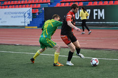 Orenburg, Rússia, o 8 de junho de 2017 ano: Futebol do jogo dos homens Fotografia de Stock Royalty Free