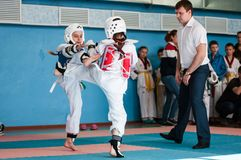 Orenburg, Rússia - 23 04 2016: Taekwondo compete meninas Fotografia de Stock