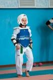 Orenburg, Rússia - 23 04 2016: Taekwondo compete meninas Fotografia de Stock Royalty Free