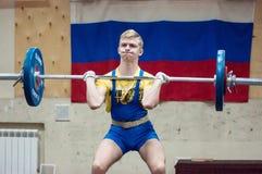 Orenburg, Rosja †'16 01 2016: Ciężkie atletyka współzawodniczą przeciw chłopiec Fotografia Stock