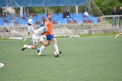 Orenburg, Rosja ï ¿ ½ 6 Czerwa 2017 rok: Chłopiec sztuki futbol Obraz Stock