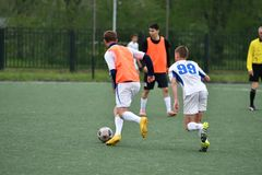 Orenburg, Rosja ï ¿ ½ 6 Czerwa 2017 rok: Chłopiec sztuki futbol Zdjęcie Royalty Free