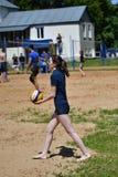 Orenburg, Rosja, 9-10 Czerwa 2017 rok: Dziewczyna bawić się plażową siatkówkę na miasto turnieju Plażowej siatkówki ï ¿ ½ Sandsï  Fotografia Stock