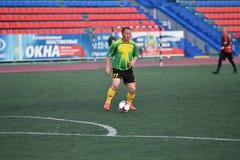 Orenburg, Rosja, 8 Czerwa 2017 rok: Mężczyzna sztuki piłka nożna Obrazy Royalty Free