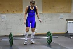 Orenburg, Rosja, Grudnia 16, 2017 rok: dziewczyny współzawodniczą w weightlifting Fotografia Royalty Free