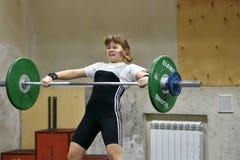 Orenburg, Rosja, Grudnia 16, 2017 rok: dziewczyny współzawodniczą w weightlifting Obrazy Stock