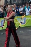 Orenburg, Rosja - 25 07 2014: Kuglarskie palenie pochodnie Zdjęcia Stock