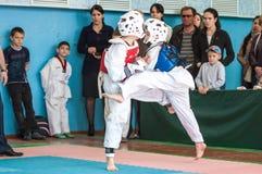 Orenburg, Rosja - 23 2016 Kwiecień: Chłopiec współzawodniczą w Taekwondo Zdjęcie Royalty Free
