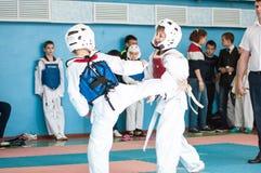 Orenburg, Rosja - 23 2016 Kwiecień: Chłopiec współzawodniczą w Taekwondo Obrazy Stock