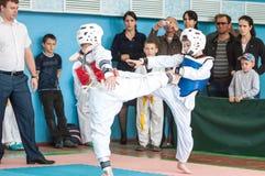 Orenburg, Rosja - 23 2016 Kwiecień: Chłopiec współzawodniczą w Taekwondo Obraz Stock