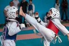 Orenburg, Rosja - 23 2016 Kwiecień: Taekwondo współzawodniczy dziewczyny Obraz Stock