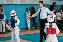 Orenburg, Rosja - 23 2016 Kwiecień: Taekwondo współzawodniczy dziewczyny Obraz Royalty Free