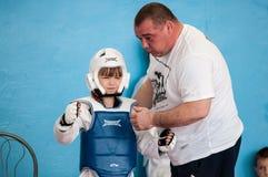 Orenburg, Rosja - 23 2016 Kwiecień: Taekwondo współzawodniczy dziewczyny Zdjęcia Royalty Free