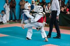 Orenburg, Rosja - 23 2016 Kwiecień: Taekwondo współzawodniczy dziewczyny Zdjęcie Stock