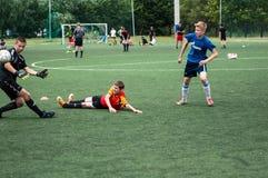 Orenburg, Rosja - 9 2016 Lipiec: Chłopiec sztuki futbol Obraz Royalty Free