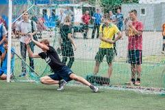 Orenburg, Rosja - 9 2016 Lipiec: Chłopiec sztuki futbol Obraz Stock