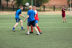Orenburg, Rosja - 9 2016 Lipiec: Chłopiec sztuki futbol Zdjęcie Stock